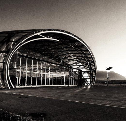 hangar7-1758755_1920